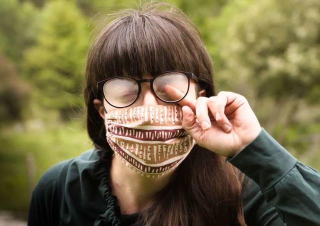 Così si risolve il problema degli occhiali appannati dalla mascherina