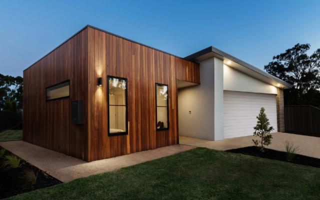 Vi piacerebbe una casa prefabbricata in legno? Sapete, sono belle e vantaggiose...