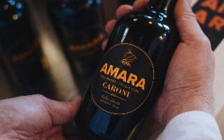 Amaro Amara, l'iconico liquore di arance rosse siciliane,  incontra Caroni