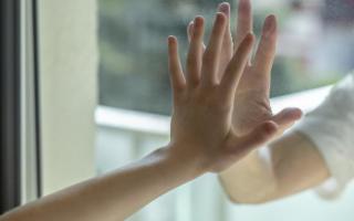La cura delle mani inizia in inverno: come mantenerle sempre giovani e sane