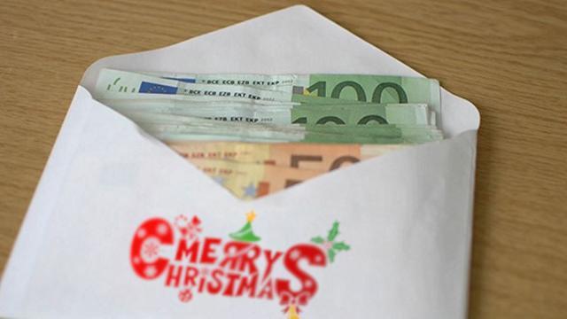 Per i ritardatari dell'acquisto dei doni la soluzione può essere il ''regalo in busta''