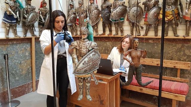 """Il restauro dei pupi """"Orlando"""" e la """"Sirena"""" - Museo delle marionette Antonino Pasqualino di Palermo"""
