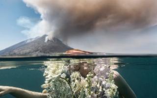 A Stromboli, l'eruzione del vulcano dà vita a un ''Sacrificium''