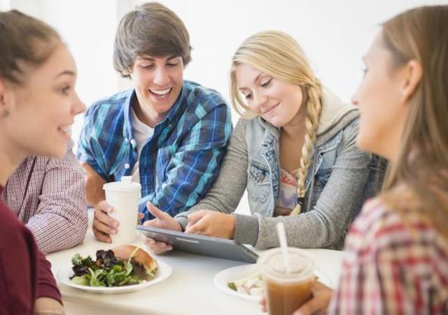 Sapete cos'è la sostenibilità per i giovani siciliani? Cibo locale e niente sprechi!