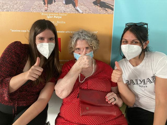 Storie di vaccino e di nuove amicizie. Ines, Simin e Cristina