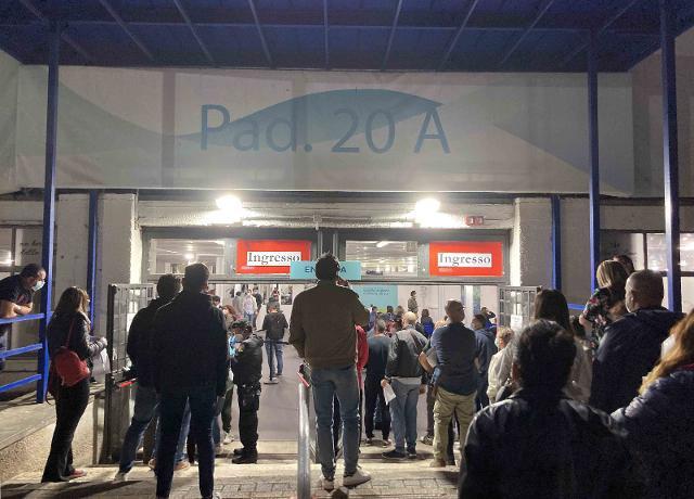 A Palermo, la carica dei 600 per il primo turno dell'hub vaccinale h24