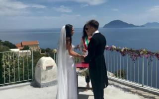 Giulia e Luca, da Bordighera ad Alicudi per sposarsi