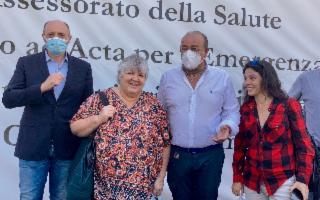 Aleida e Celia Guevara in visita all'hub vaccinale della Fiera del Mediterraneo