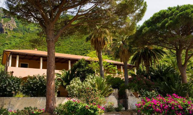 Palazzo Marchetti a Malfa, Isola di Salina