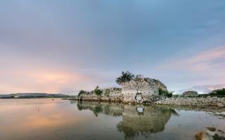 Alla scoperta del misterioso fortino arabo che emerge dal lago Arancio
