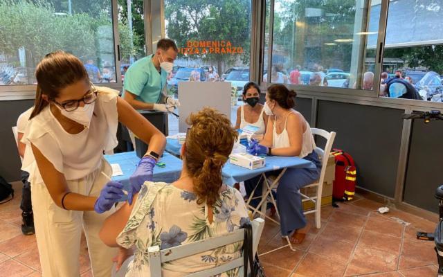 A Palermo Vaccini di Quartiere e controlli più serrati all'aeroporto ''Falcone Borsellino''