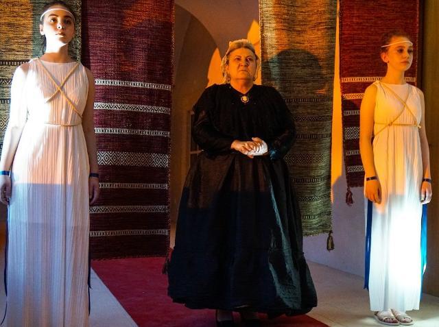 il-teatro-immersivo-di-nomen-omen-io-cassandra-torna-al-complesso-monumentale-di-santa-maria-del-gesu