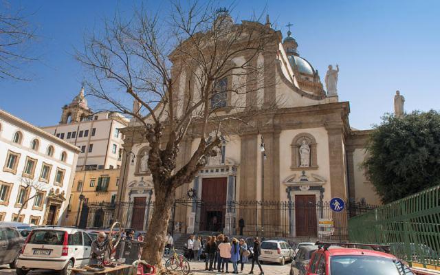 A Palermo, il Museo di Casa Professa apre gli armadi...
