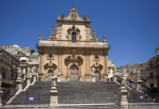 Al via i lavori per il restauro delle statue della Chiesa di San Pietro di Modica