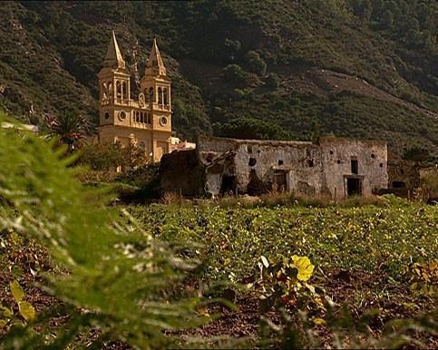 Valdichiesa, una località abitata del Comune di Leni, a Salina - Eolie