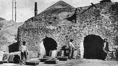 La foto storica di una miniera di zolfo a Caltanissetta